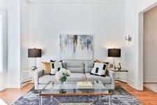 farblich angepasster Teppich im Wohnraum